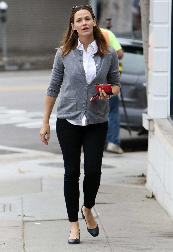 Jennifer Garner Was Spotted Out in Brentwood-3