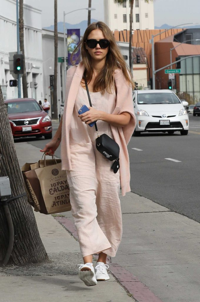 Jessica Alba Goes Shopping in Beverly Hills-1