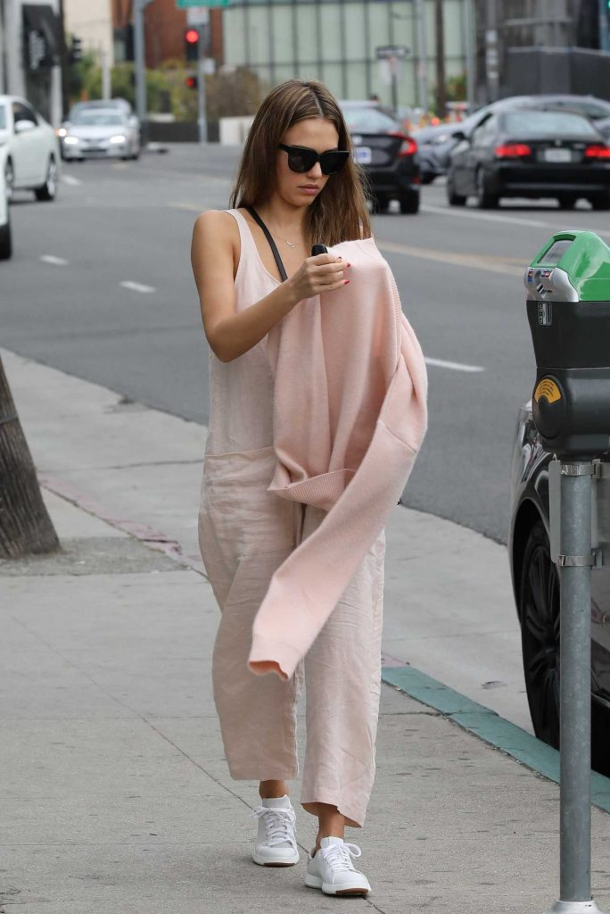 Jessica Alba Goes Shopping in Beverly Hills-2