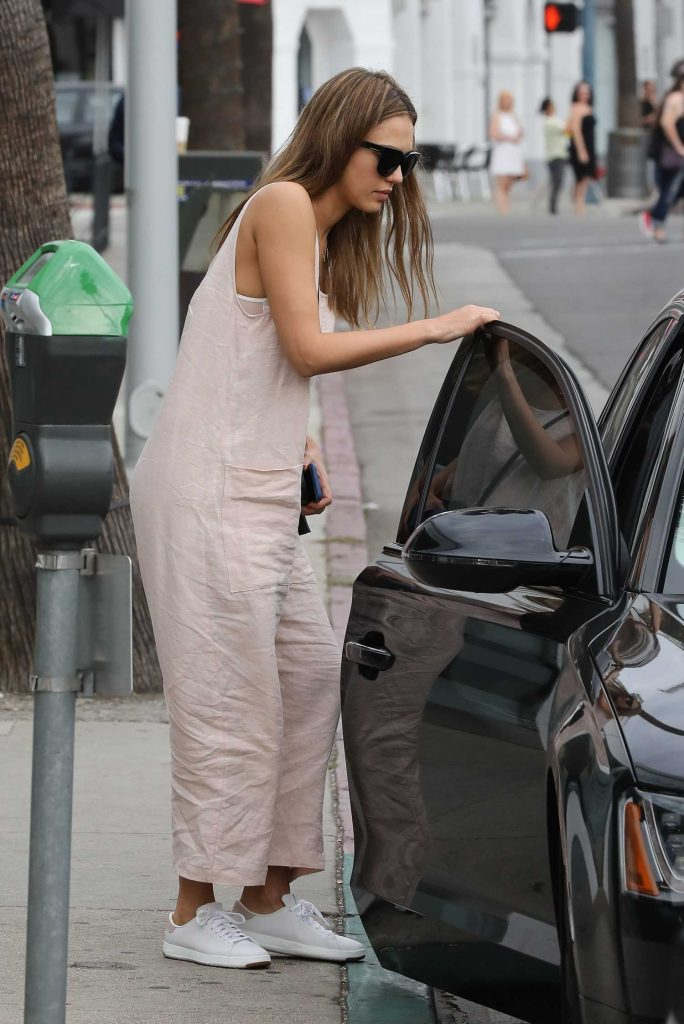 Jessica Alba Goes Shopping in Beverly Hills-5