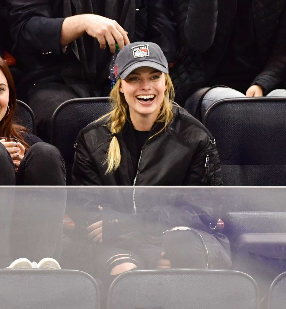 Margot Robbie Watching New York Rangers v Ottawa Senators in New York-2