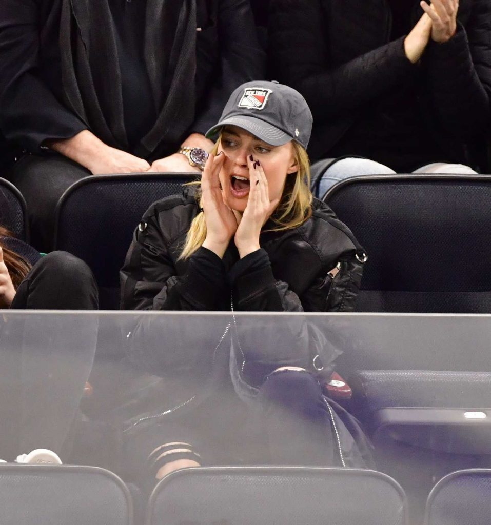 Margot Robbie Watching New York Rangers v Ottawa Senators in New York-4