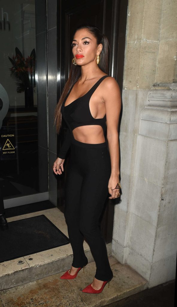 Nicole Scherzinger Was Seen Out in London-3