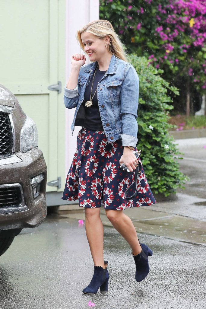 Reese Witherspoon Out for Shopping in Beverly Hills-1