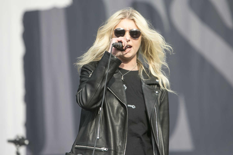 2016 Taylor Momsen Rel... Taylor Momsen Fired