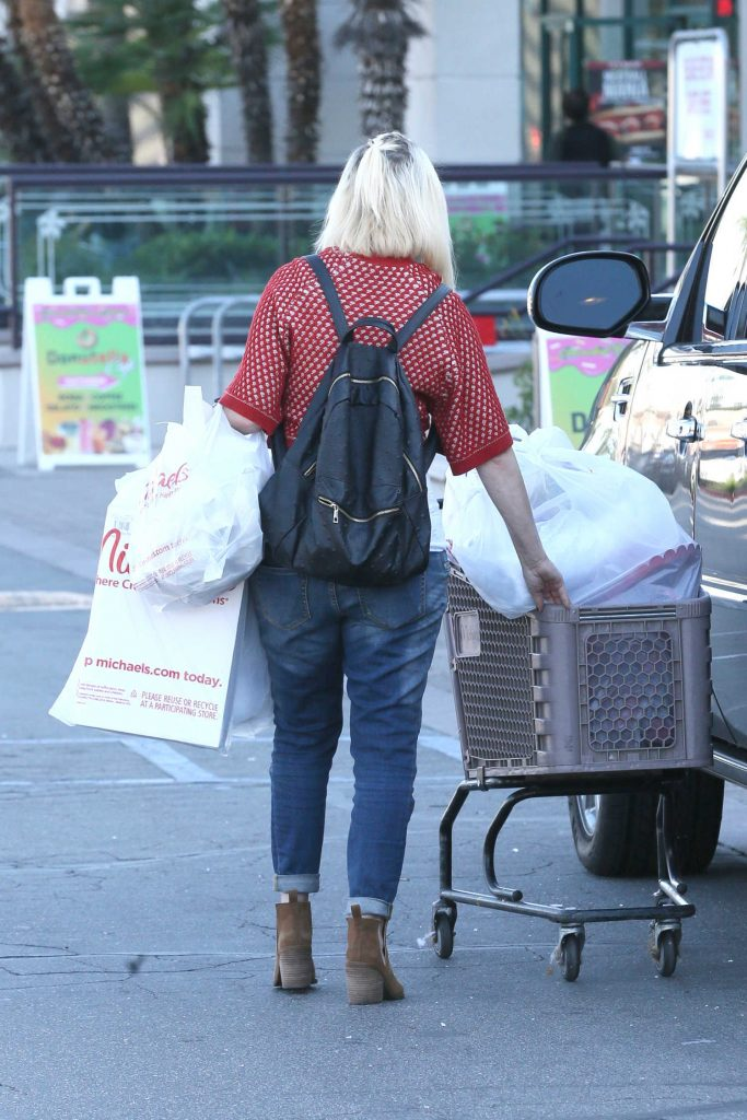 Tori Spelling Goes Shopping in Encino-4