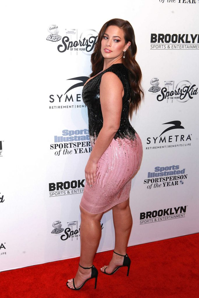Ashley Graham at the Sports Illustrated Sportsperson of the Year 2016 Event at Barclays Center in New York-2