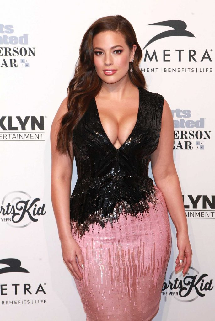 Ashley Graham at the Sports Illustrated Sportsperson of the Year 2016 Event at Barclays Center in New York-5