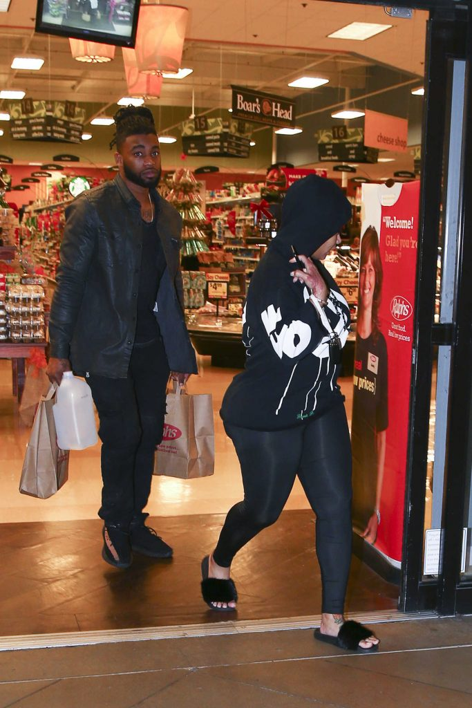 Blac Chyna Leaves Ralph's Grocery Store in Calabasas-4
