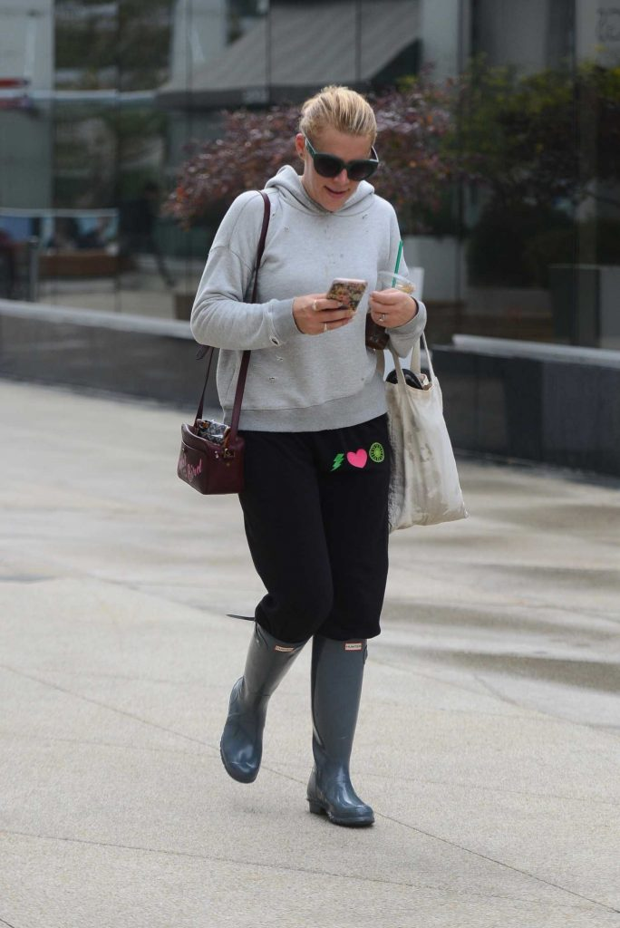 Busy Phillips Was Seen Out in Los Angeles-2