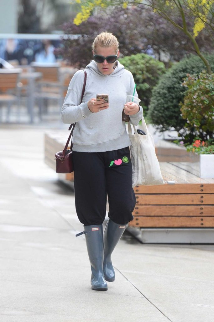 Busy Phillips Was Seen Out in Los Angeles-3