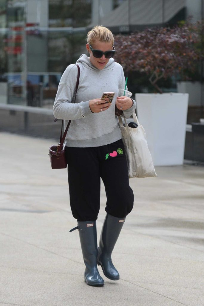 Busy Phillips Was Seen Out in Los Angeles-4