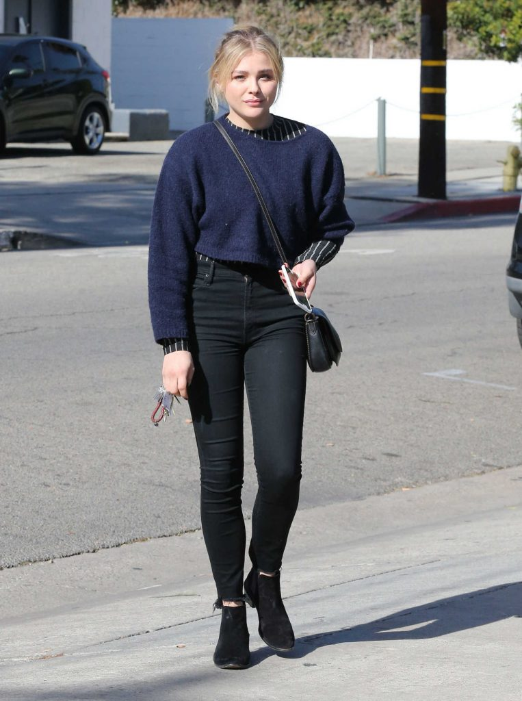Chloe Moretz Stops by a Hair Salon in Hollywood-1
