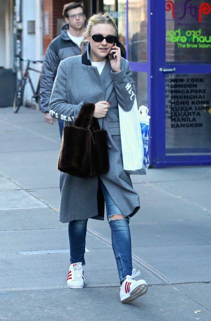 Dakota Fanning Was Spotted in Soho in Sunglasses-1