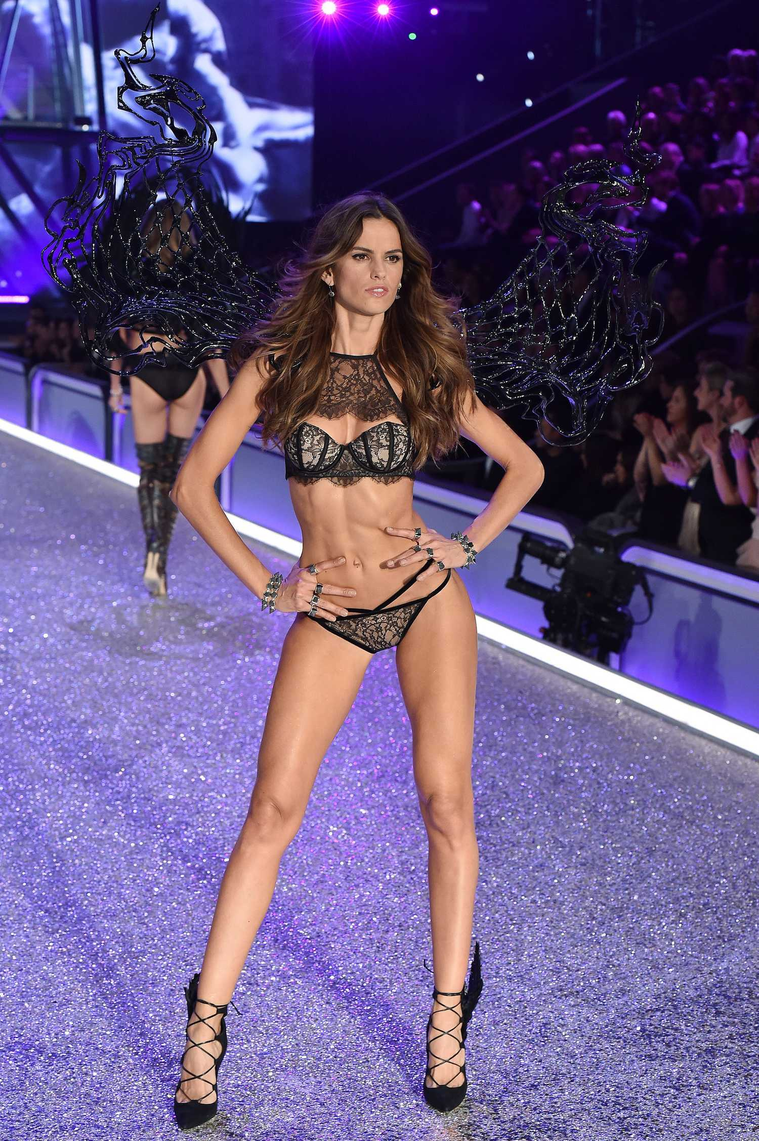 783c4ce4ff Izabel Goulart at the 2016 Victoria s Secret Fashion Show Runway in Paris-5