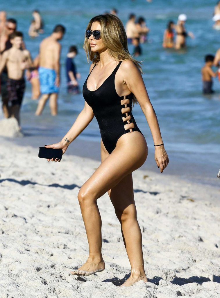 Larsa Pippen in a Black Swimsuit at the Beach in Miami-2