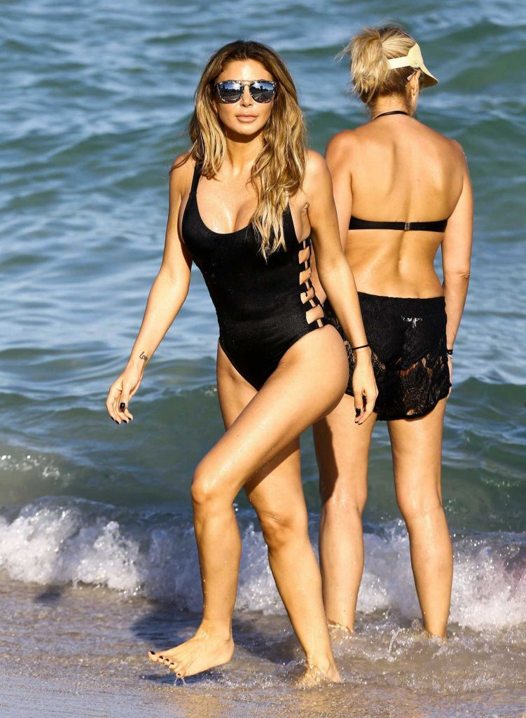 Larsa Pippen in a Black Swimsuit at the Beach in Miami-3