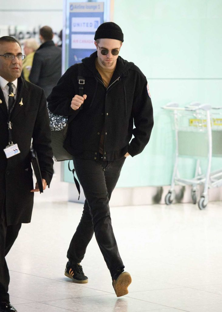 Robert Pattinson Arrives at Heathrow Airport in London-1