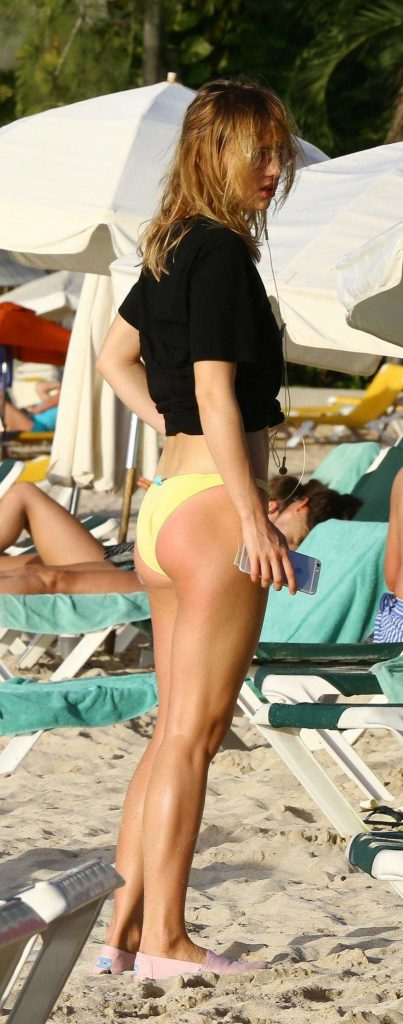 Suki Waterhouse at the Beach in Barbados-2