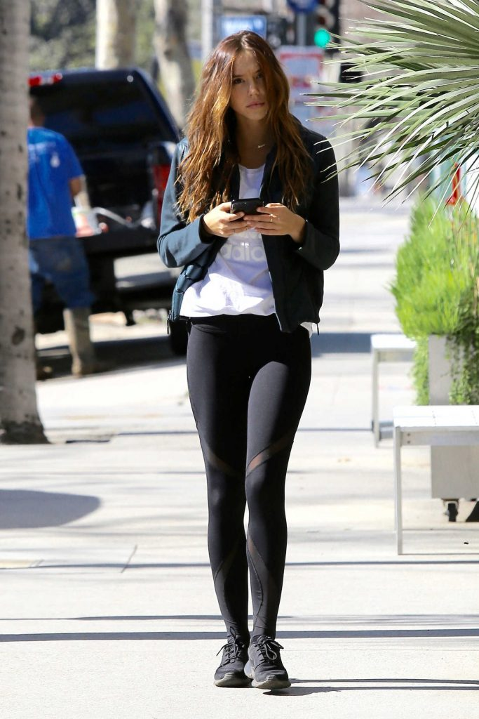 Alexis Ren Stops at a Store in Brentwood-2
