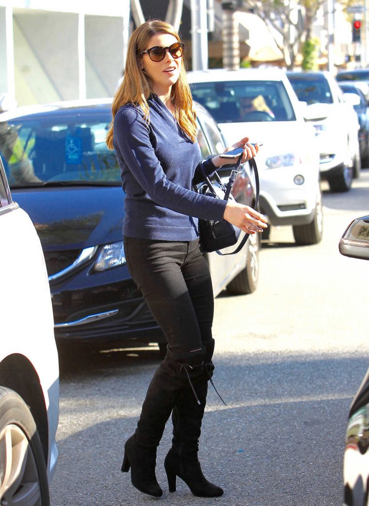 Ashley Greene Was Seen Out in Los Angeles-3
