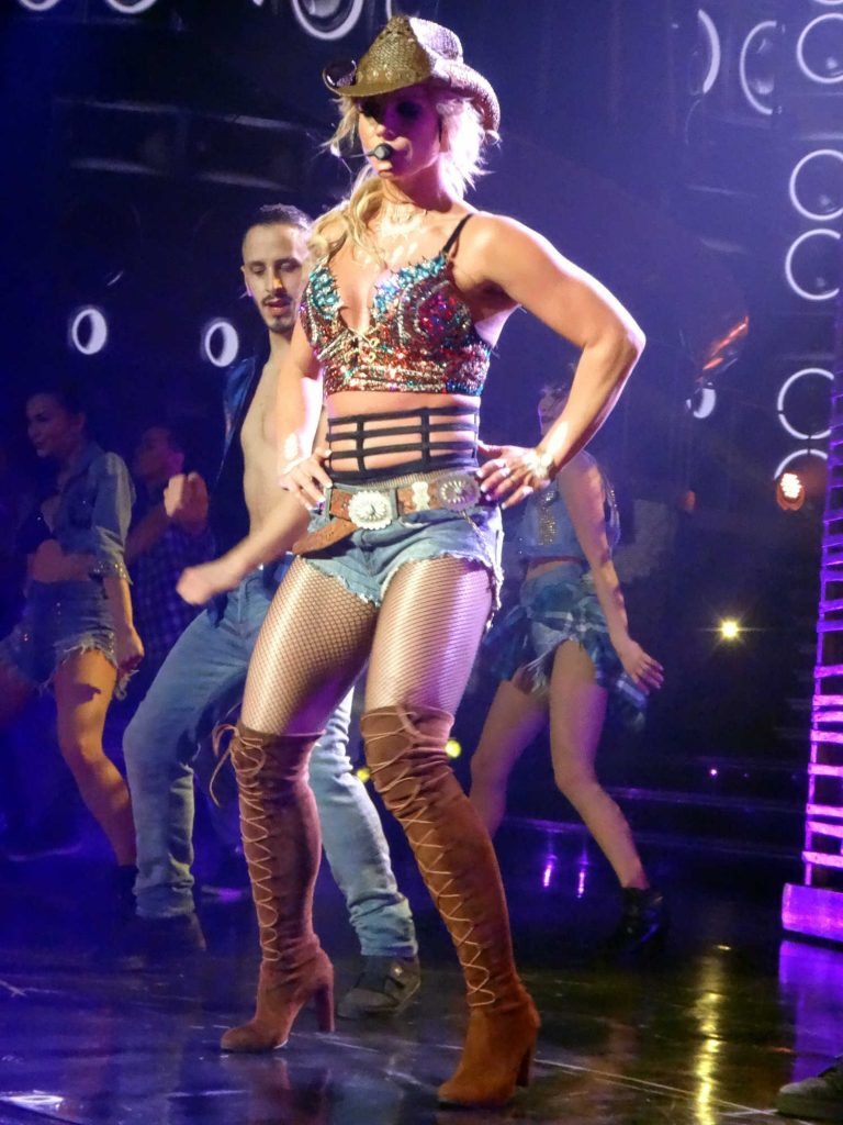 Britney Spears Performs in Las Vegas-5