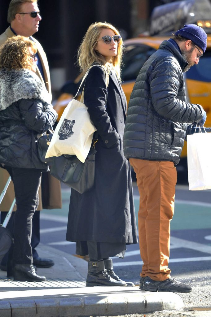 Dianna Agron Was Seen in a Black Trench Coat in New York City-5