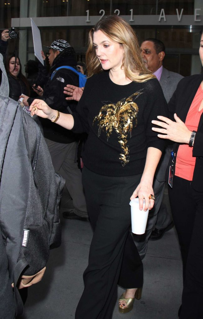 Drew Barrymore Greets Fans in New York-2