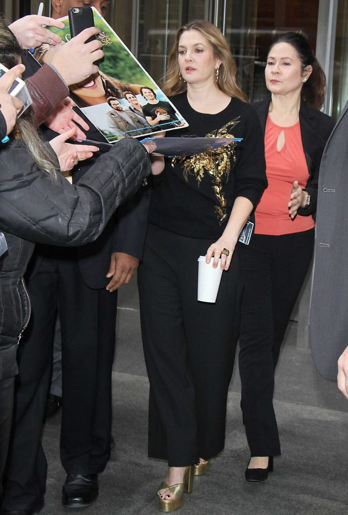 Drew Barrymore Greets Fans in New York-3