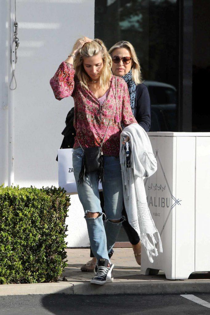 Elsa Pataky Goes Shopping in Malibu-4