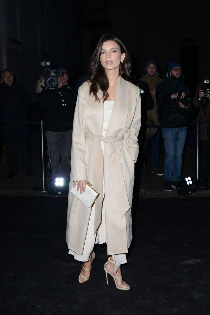 Emily Ratajkowski Arrives at the Juventus Black and White and More Party in Milan-1