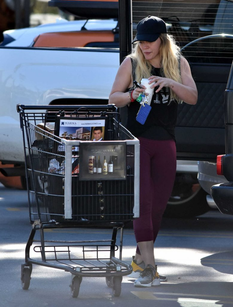 Hilary Duff Stops by a Grocery Store in Studio City-3
