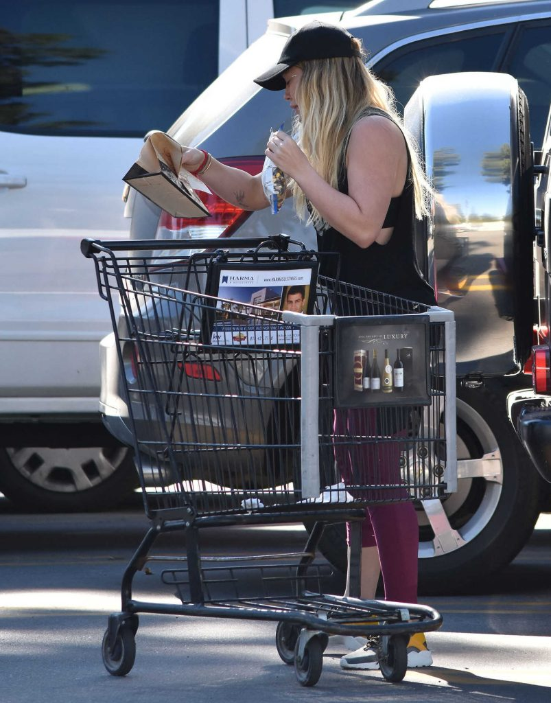 Hilary Duff Stops by a Grocery Store in Studio City-4