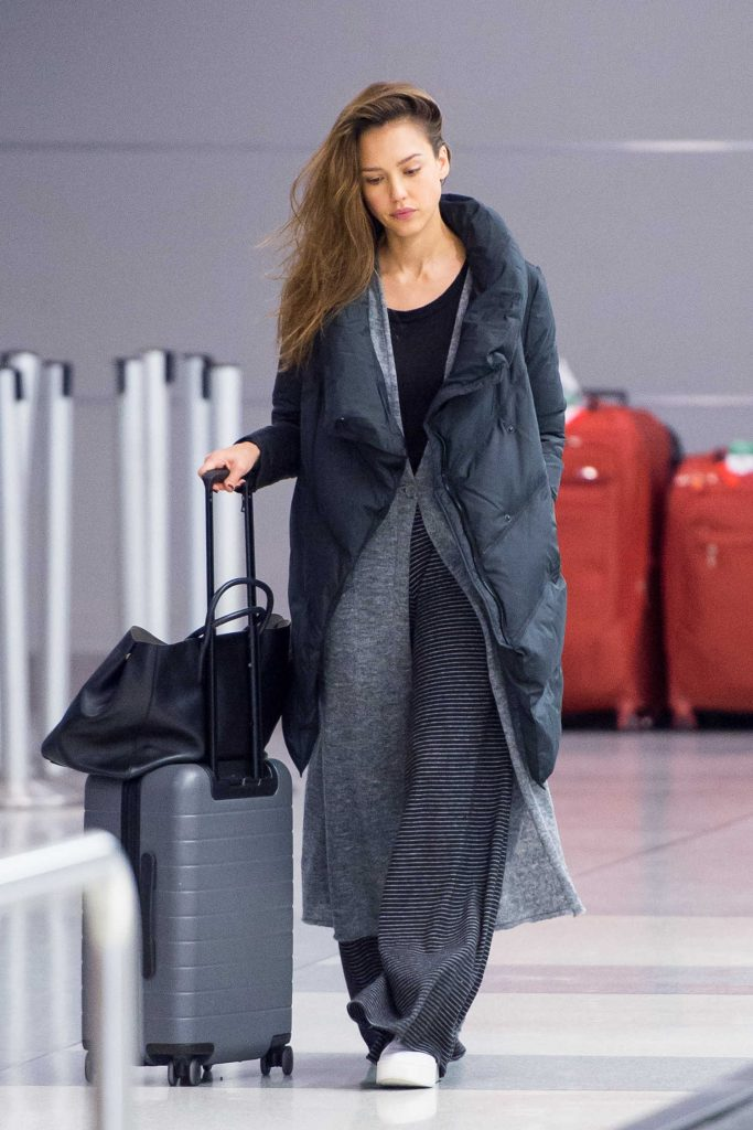 Jessica Alba Arrives at JFK Airport in New York-1