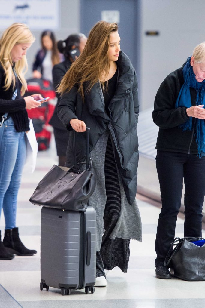 Jessica Alba Arrives at JFK Airport in New York-2