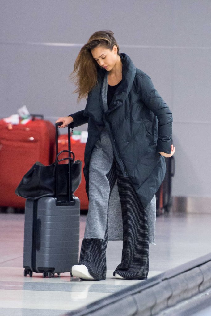 Jessica Alba Arrives at JFK Airport in New York-3