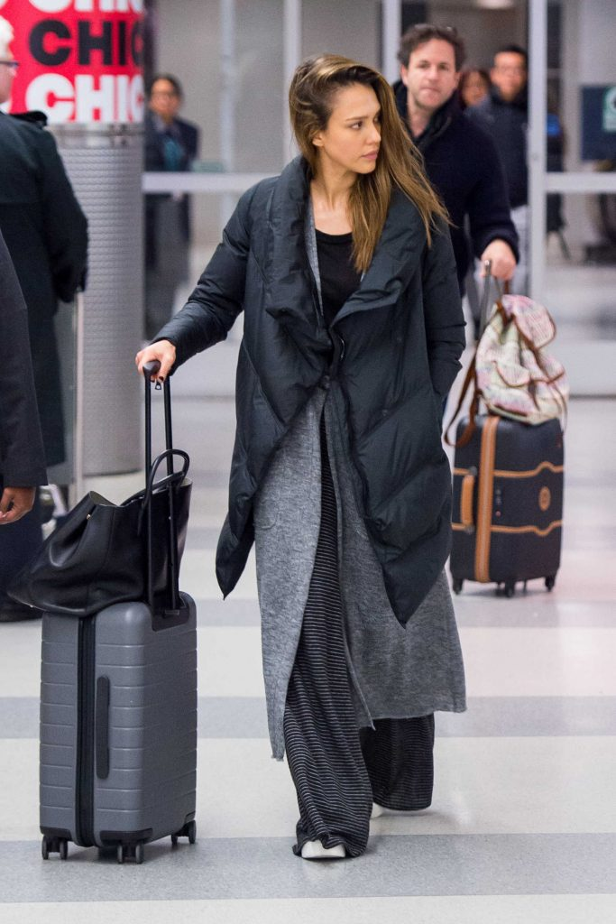 Jessica Alba Arrives at JFK Airport in New York-4