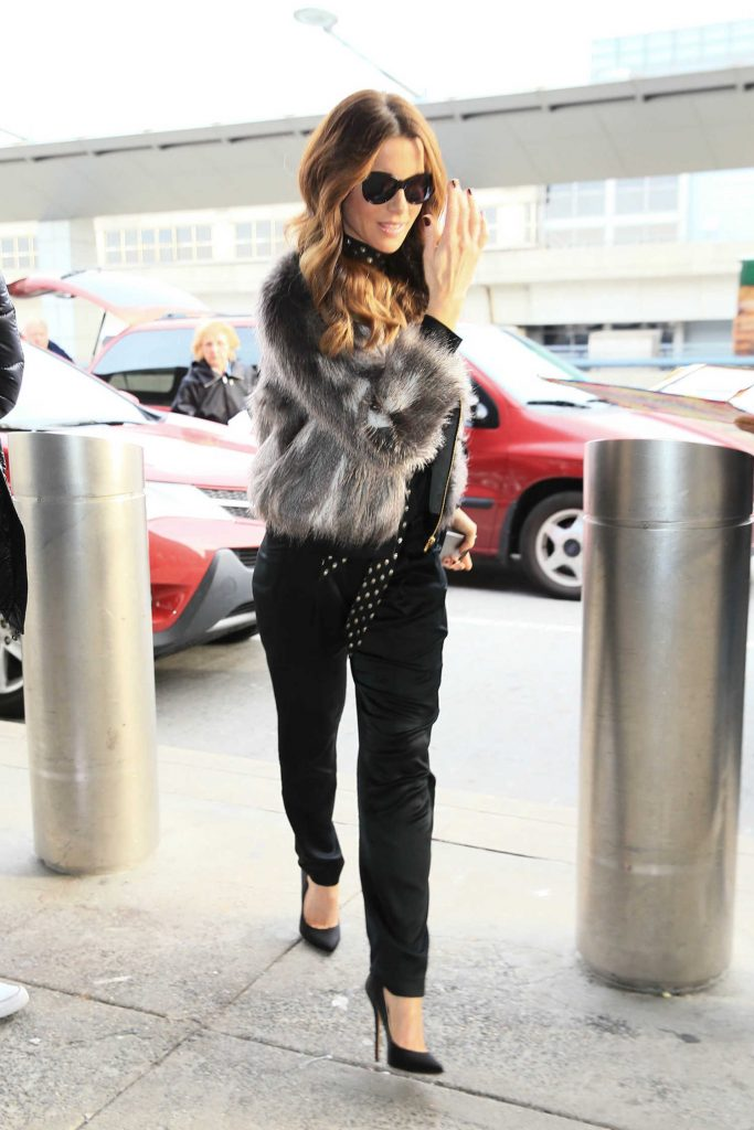 Kate Beckinsale Was Seen at JFK Airport in New York-1