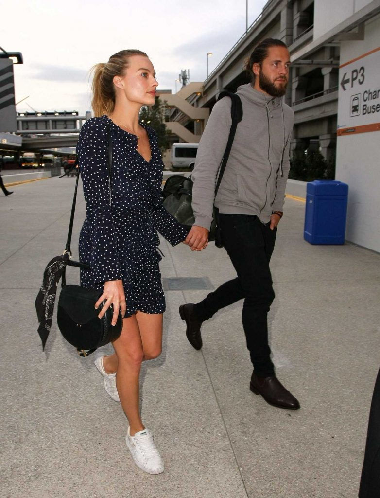 Margot Robbie at LAX Airport Los Angeles-1