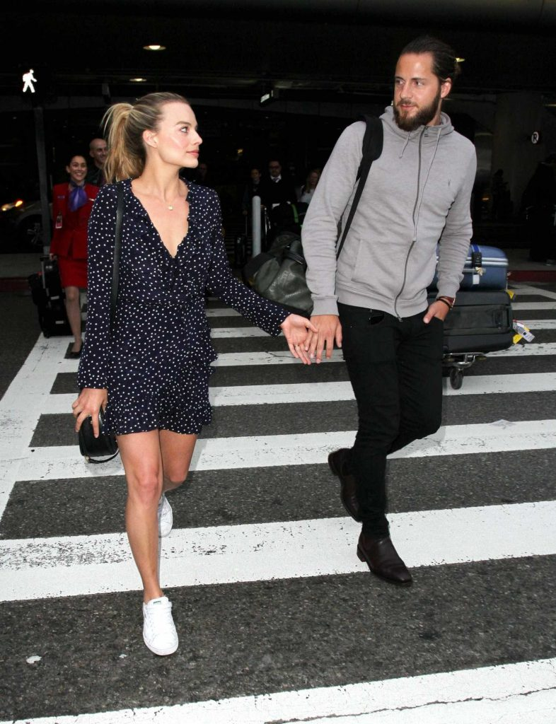 Margot Robbie at LAX Airport Los Angeles-3