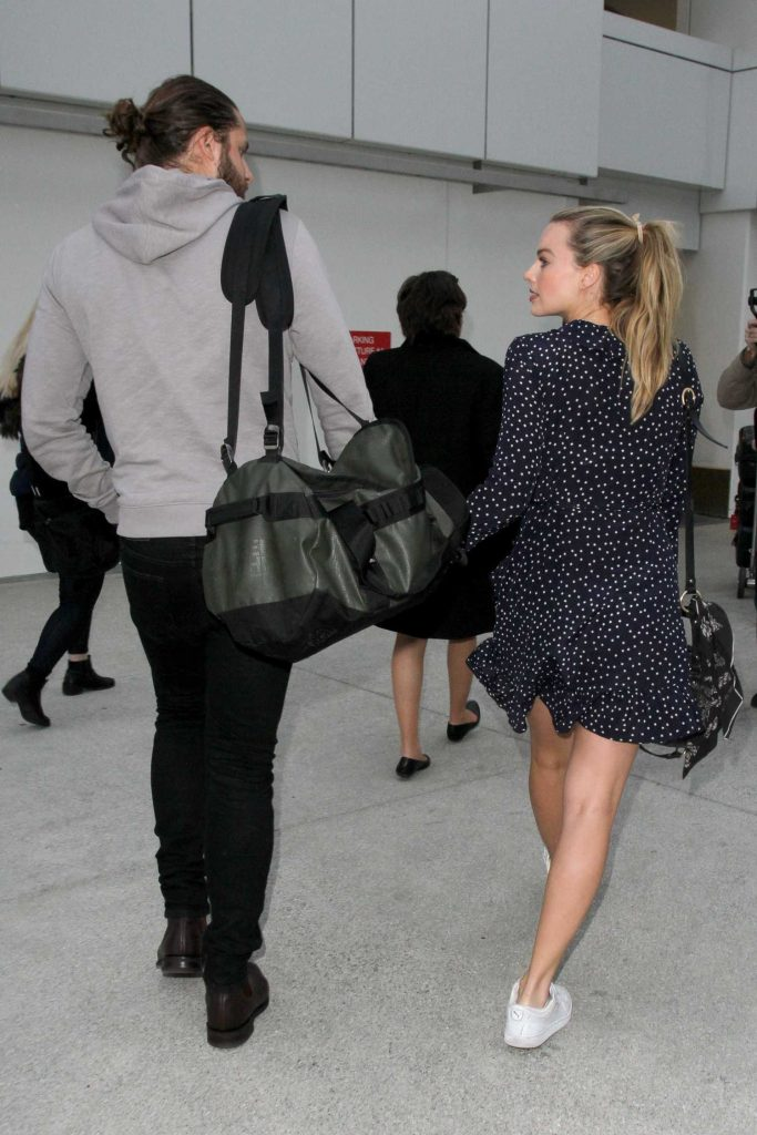 Margot Robbie at LAX Airport Los Angeles-5