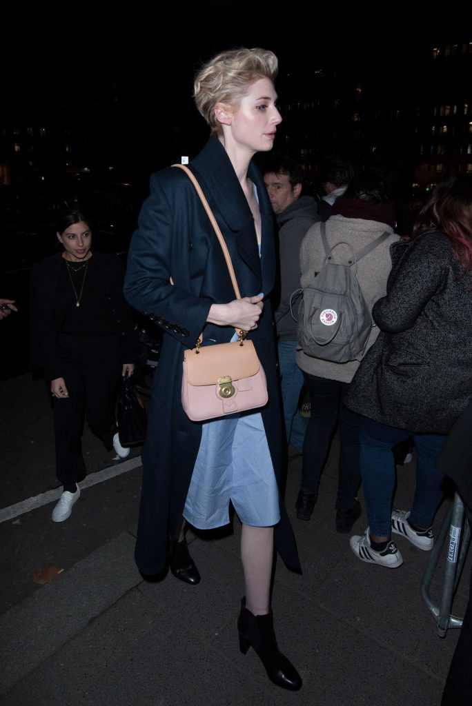 Elizabeth Debicki at the Burberry Show During the London Fashion Week-5