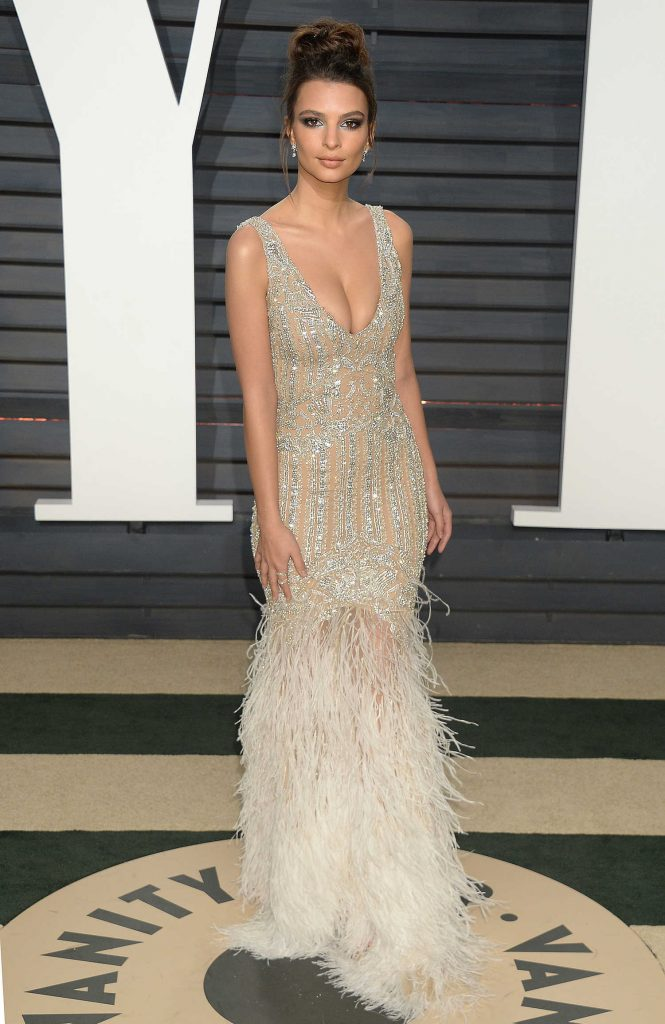 Emily Ratajkowski at the 2017 Vanity Fair Oscar Party in Beverly Hills-1