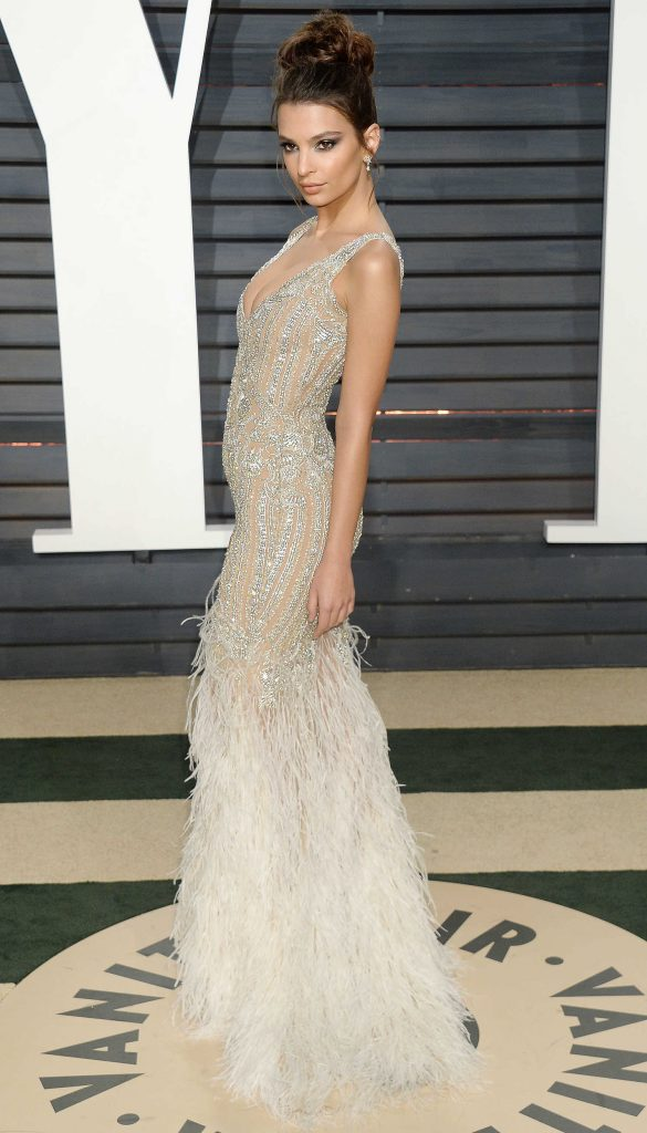 Emily Ratajkowski at the 2017 Vanity Fair Oscar Party in Beverly Hills-2