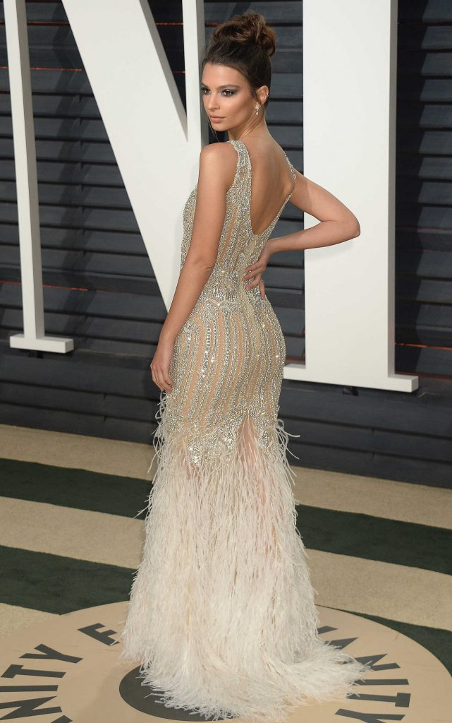 Emily Ratajkowski at the 2017 Vanity Fair Oscar Party in Beverly Hills-4