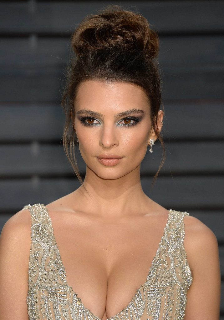 Emily Ratajkowski at the 2017 Vanity Fair Oscar Party in Beverly Hills-5