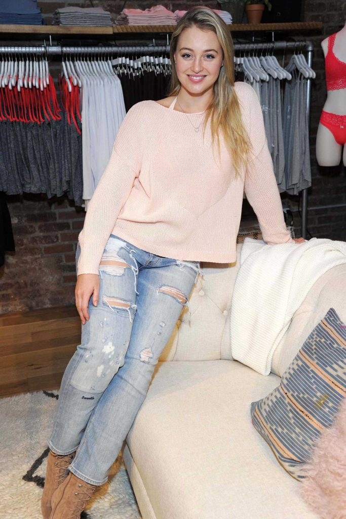 Iskra Lawrence at All Woman Campaign at Aerie Spring Street Pop Up Shop in New York-3