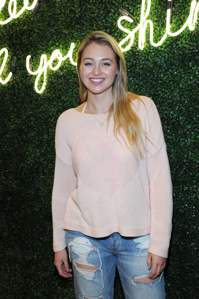 Iskra Lawrence at All Woman Campaign at Aerie Spring Street Pop Up Shop in New York-4