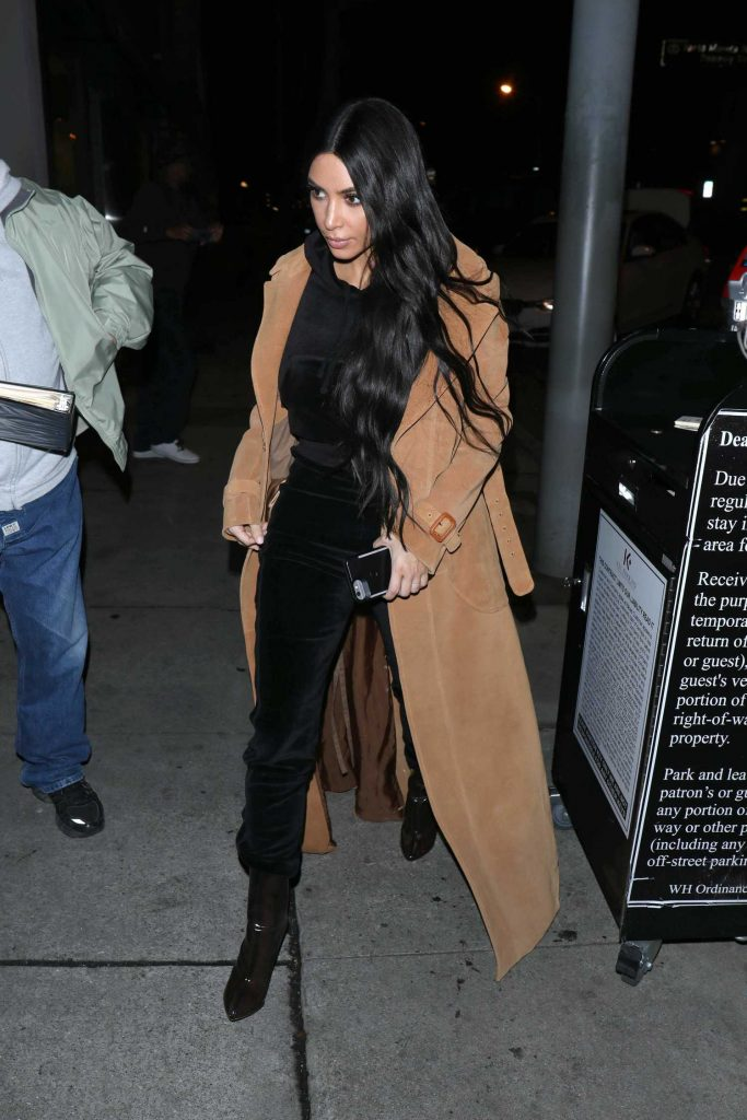 Kim Kardashian Arrives for Dinner at Craig's Restaurant in West Hollywood-1