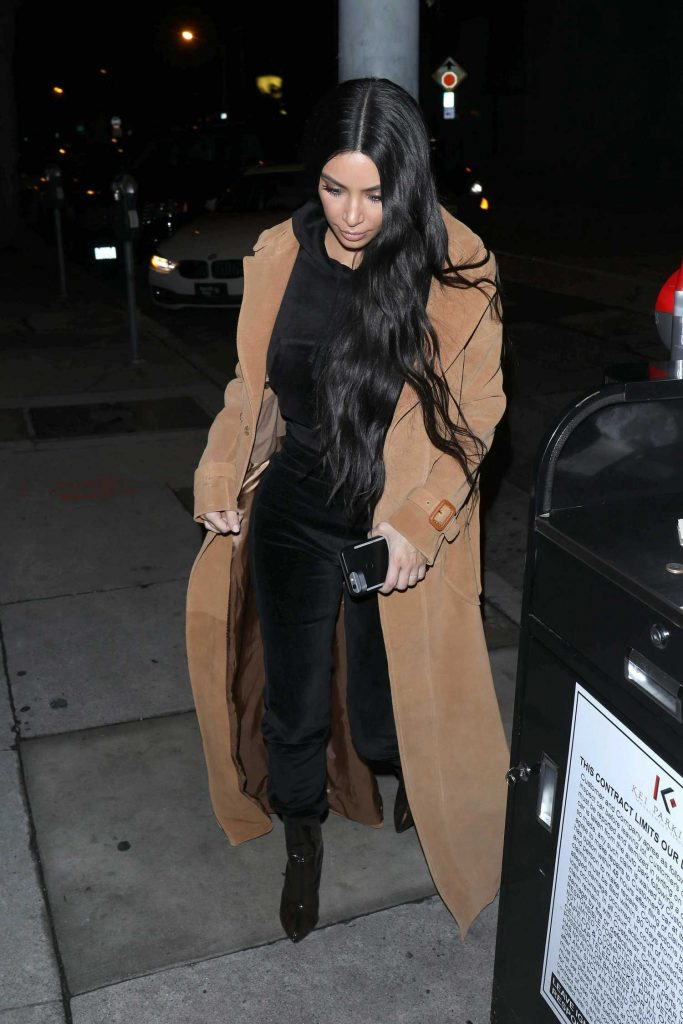 Kim Kardashian Arrives for Dinner at Craig's Restaurant in West Hollywood-2